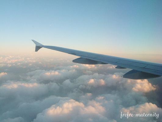 飛行機の中から撮った空の写真