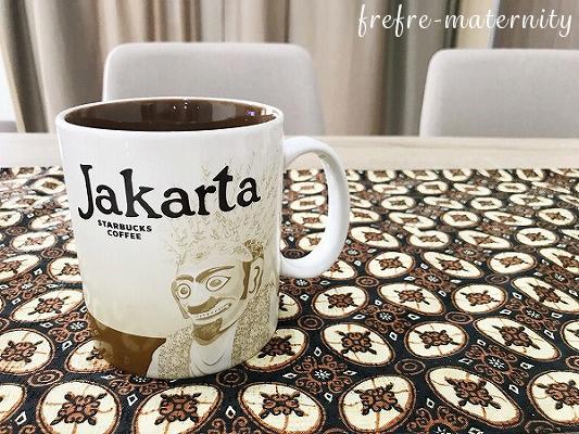 JAKARTAと書かれたマグカップの写真