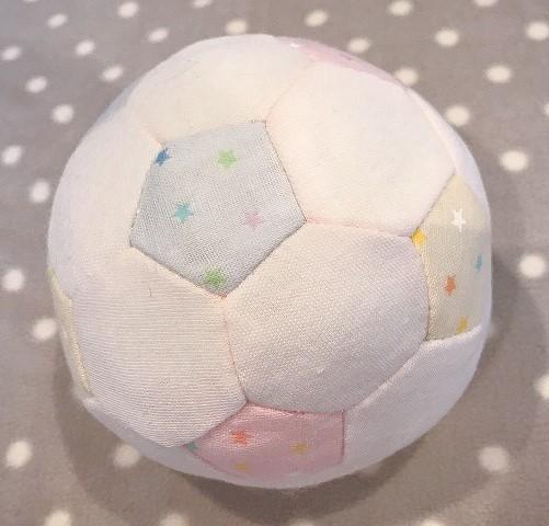 手作りした布サッカーボールの写真