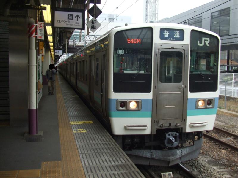 211系2000番台 普通 高尾行き(N611・クハ211-2015)