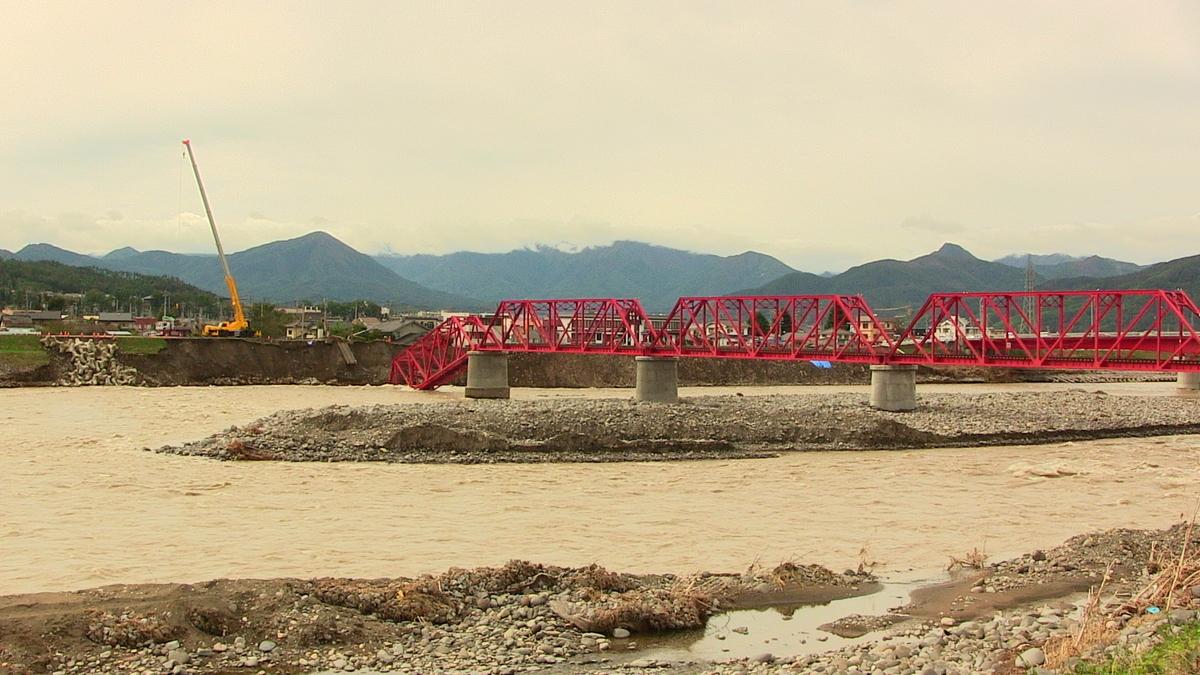 市道2号踏切道(千曲川左岸)側1スパンが崩落した千曲川橋梁