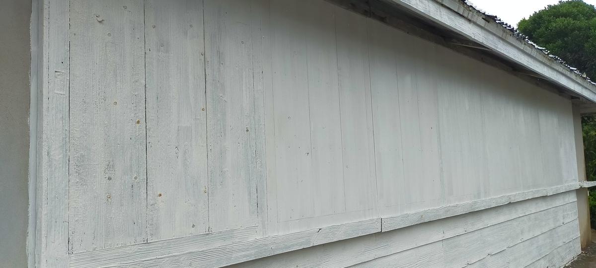 台風対策 東側防風戸閉め完了