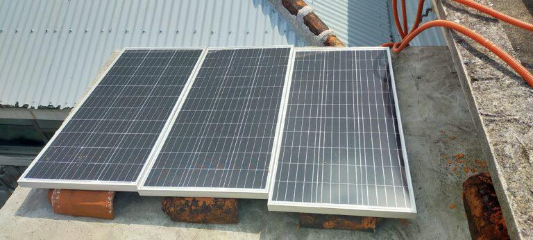 台風対策未実施のソーラーパネル3枚