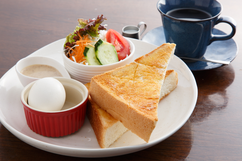 怒濤のモーニング全24種類! 毎日来ても飽きない「カフェ・お茶かつ ベニ」【名古屋】