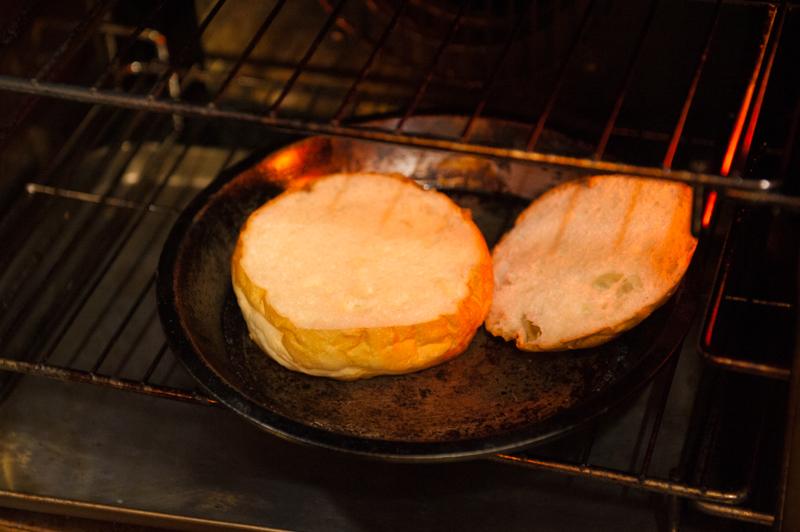 絶対に食べておきたい「炭火焼き」の王道グルメバーガー【オールドニューダイナー】