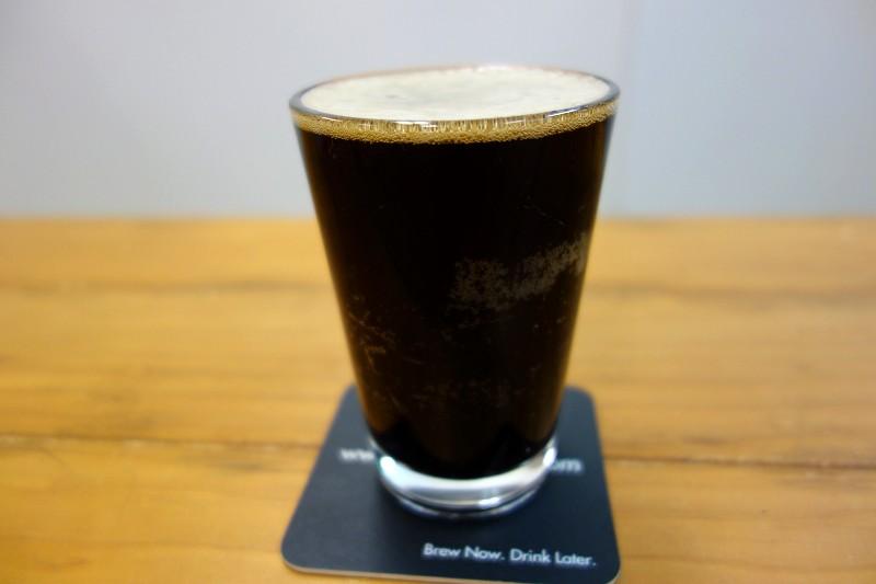 100円台の手頃なビールを「クラフトビール風」に化けさせる裏ワザ【BEER HACK】