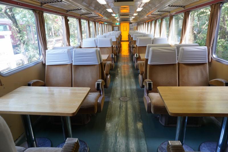 この秋、鉄道ファン激オススメの紅葉&ローカル線グルメはここ!わたらせ渓谷鐵道「列車のレストラン清流」