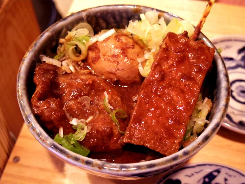 豚ロース串から卵黄がトロ〜リ!東京・蒲田で出会った「いちのへ巻き」は、やきとん界の大発明だ