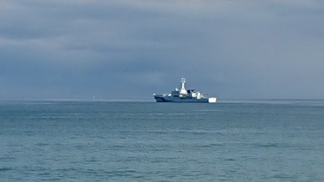 沖合に停泊している巡視間