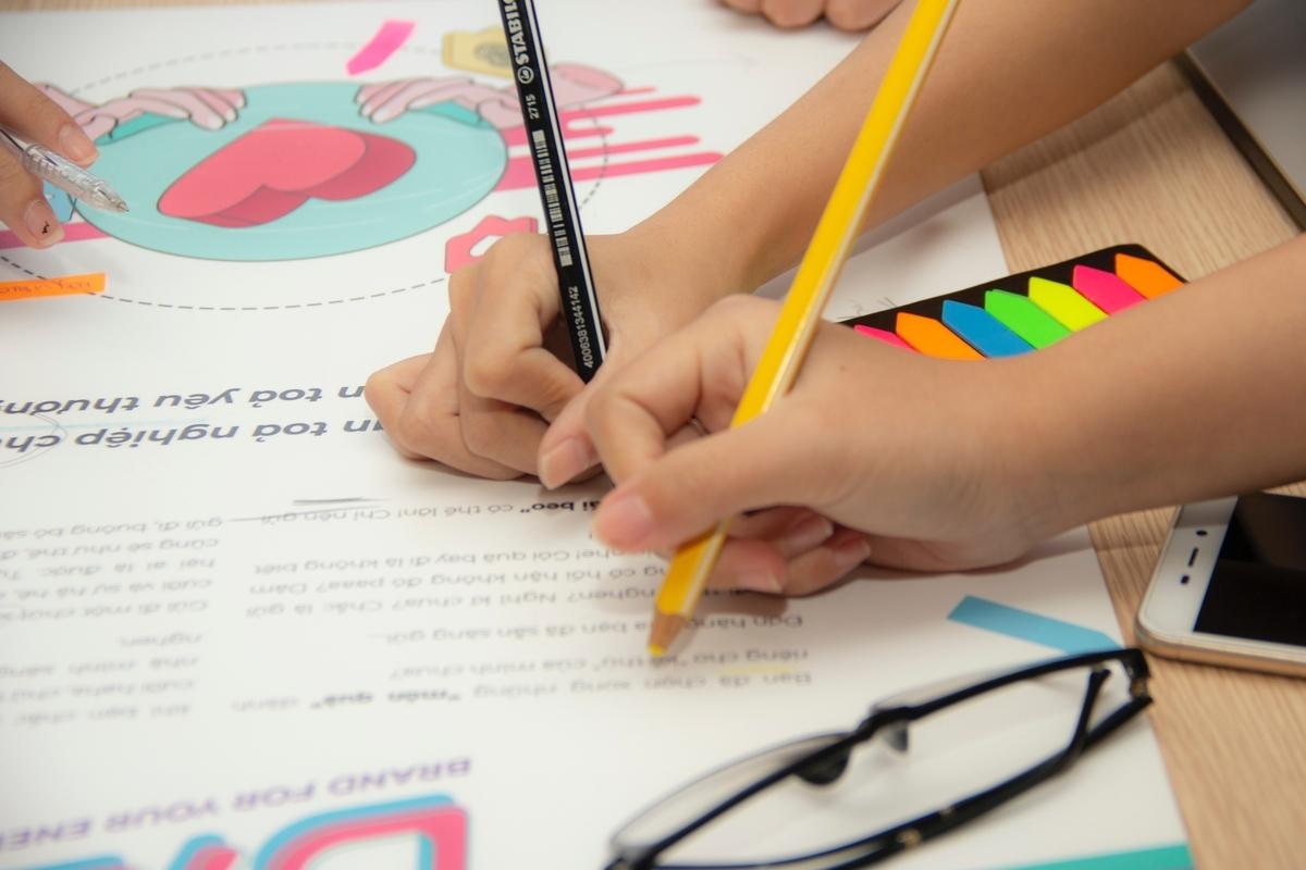 英語を学ぶ子供たち