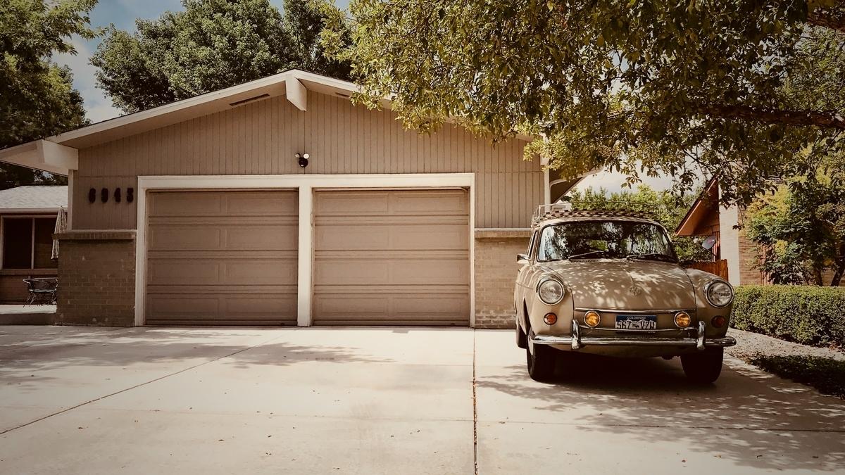 アメリカの住宅のガレージ