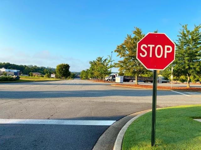 アメリカの道路の一時停止標識