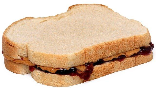 ジャムとピーナッツバターのサンドイッチ