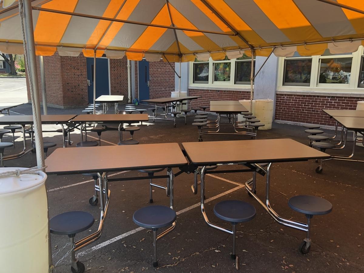 学校のランチ用テント