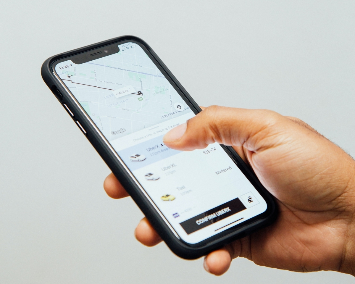 ウーバーのアプリで車を呼ぶ