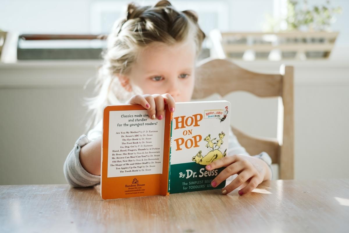 アメリカ現地校で読書をする子ども