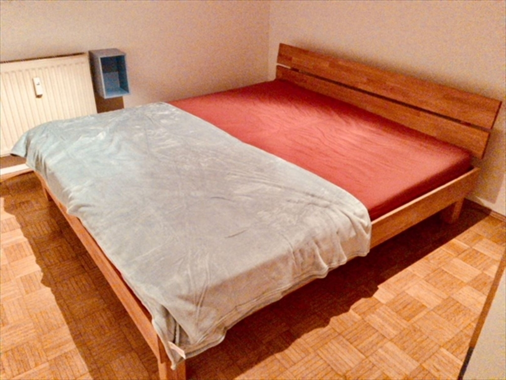 完成したキングサイズベッド.IKEAです.「うちの家具は8割はIKEAだな」by ラボのボス