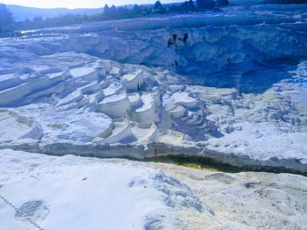 真っ白なパムッカレ石灰棚