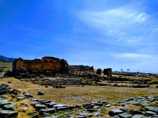 広大なヒエラポリス遺跡群
