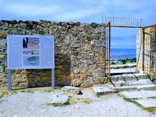 パムッカレ ヒエラポリス遺跡 ローマ劇場