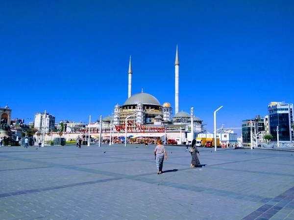 イスタンブール新市街 タクシム広場