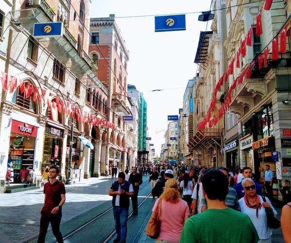 イスタンブール新市街 イスティクラル通り