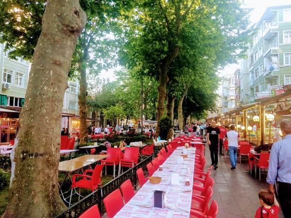 イスタンブール 夕食 レストラン テラス席