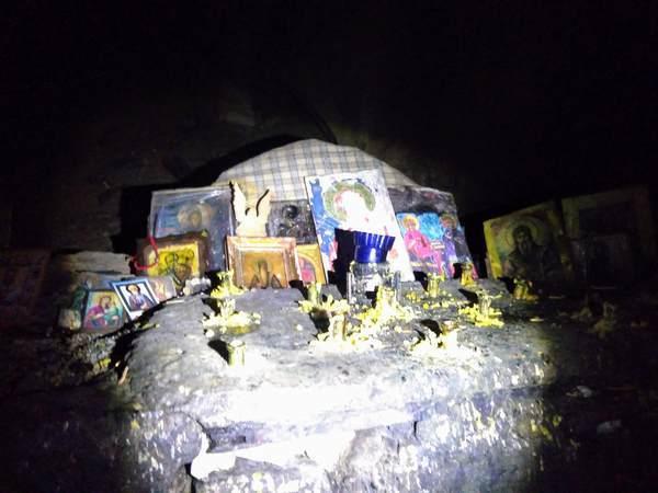 リルスキー洞窟のお供え物