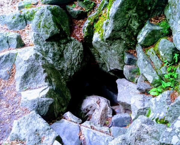 リルスキー洞窟の狭い出口