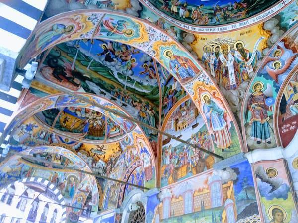 リラ修道院の聖母教会(壁面)