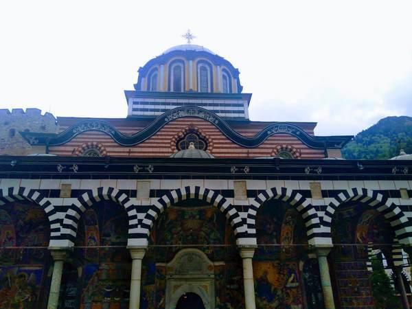 リラ修道院の聖母教会(正面)