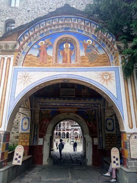 リラ修道院の入口のフレスコ画