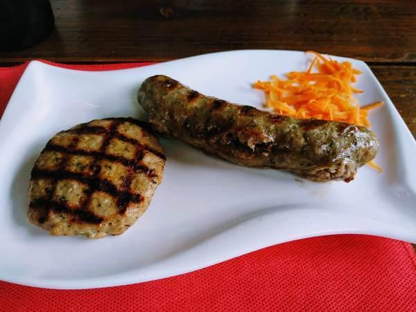 ブルガリア産ソーセージとハンバーグ