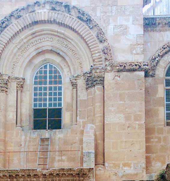 聖墳墓教会に残された梯子