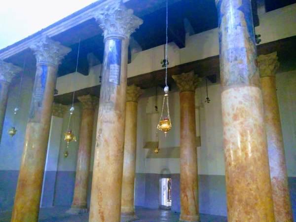 降誕教会の石柱