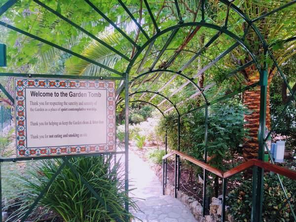 園の墓(入口)