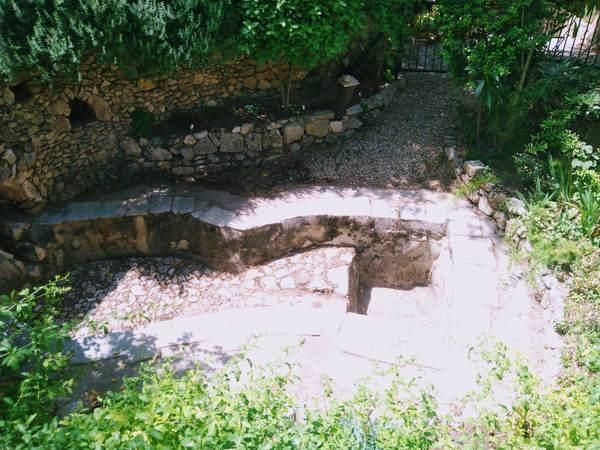 園の墓(貯水池)