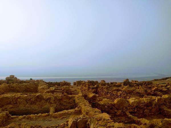 マサダ要塞から見た死海