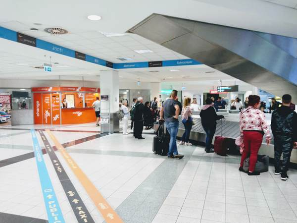空港の荷物受け取り場所