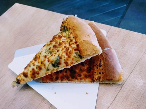 ピザ二切れ