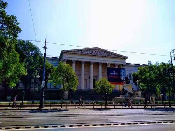 ハンガリー国立博物館の外観