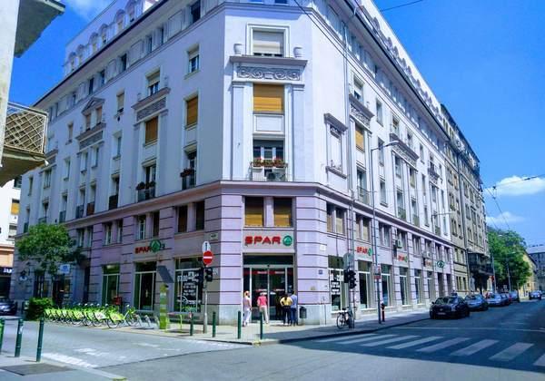 ブダペストにあるコンビニ(SPAR)正面口