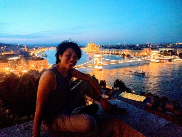 ドナウ川の眺望スポットで記念写真