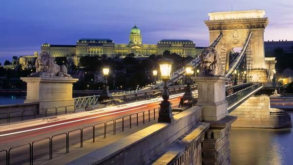 セーチェーニ鎖橋とブダ城