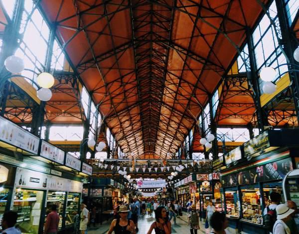 ブダペスト中央市場の内観