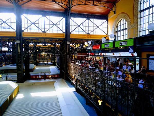 ブダペスト中央市場の飲食店