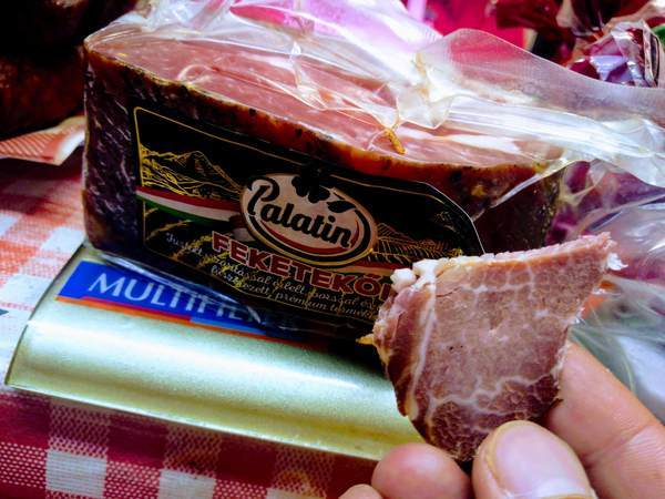 ハンガリーのベーコンを試食