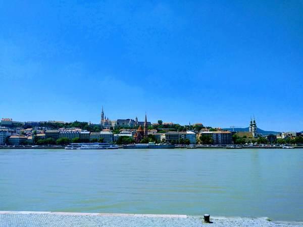 ペスト地区から見たドナウ川