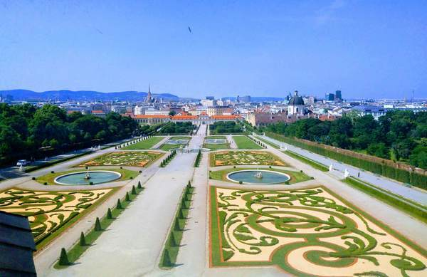 ベルヴェデーレ上宮から見た庭園