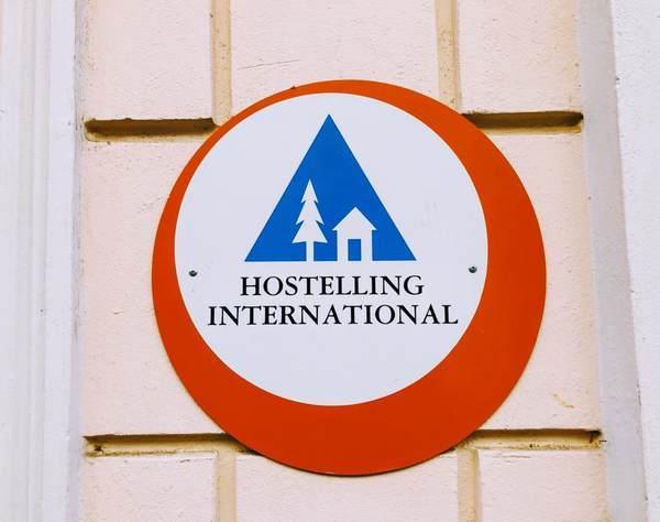 ユースホステルの看板